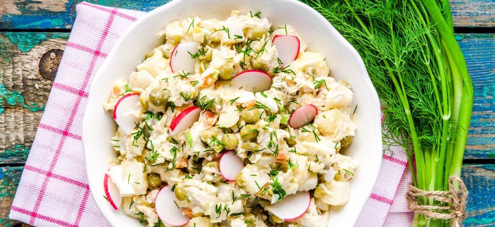 Aardappelsalade met ei, ham en radijs