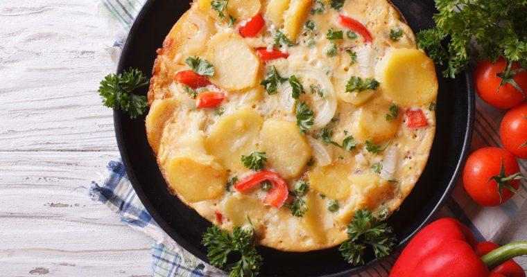 Aardappeltortilla met paprika en rode ui