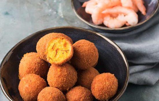Garnalenbitterballen met saffraan en pastis