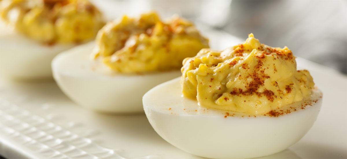Gevulde eieren met zelfgemaakte hummus: slanke borrelhap