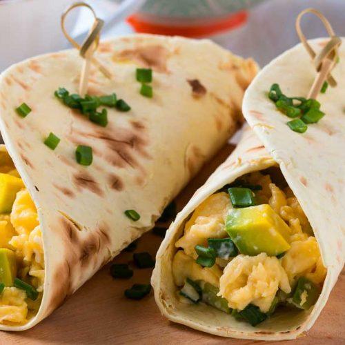 Lunchwraps met roerei en avocado
