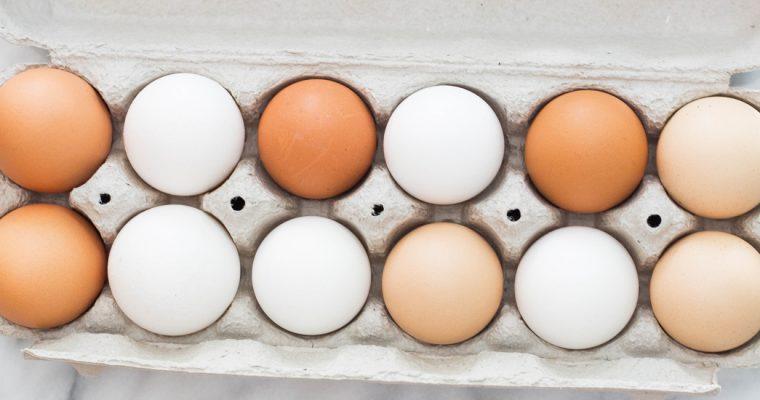 Wat is het verschil tussen bruine en witte eieren? (en wat doet dat met de smaak?)