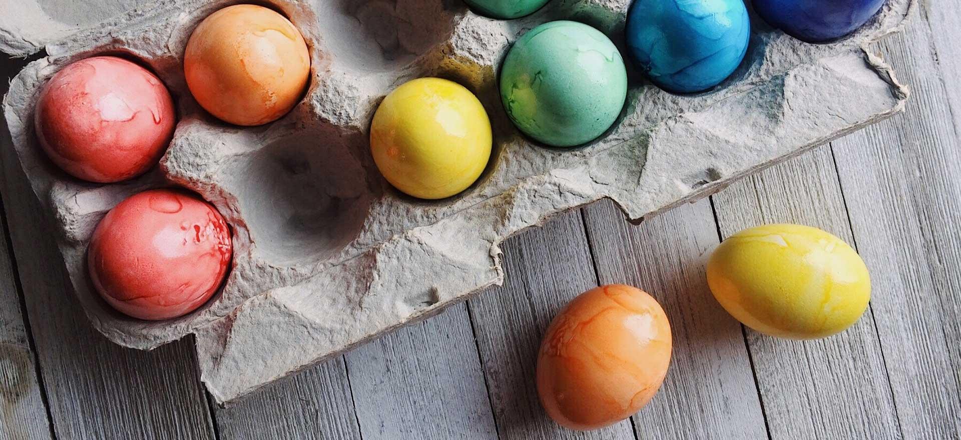Waarom zijn gekookte, geverfde eieren uit de winkel zo lang houdbaar?