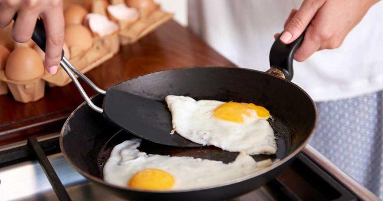 De 10 beste koekenpannen om eieren in te bakken (volgens de Consumentenbond)