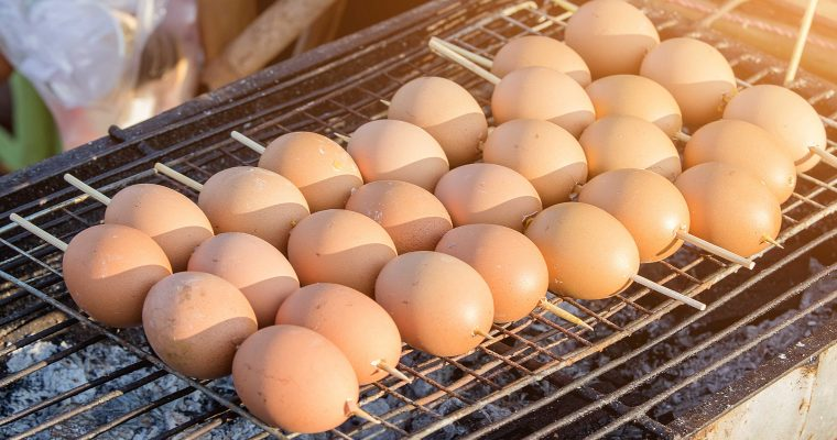 Cambodjaanse gegrilde eieren van de barbecue