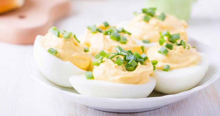 Speciaal voor Pasen: makkelijke gevulde eieren met truffel en kerrie
